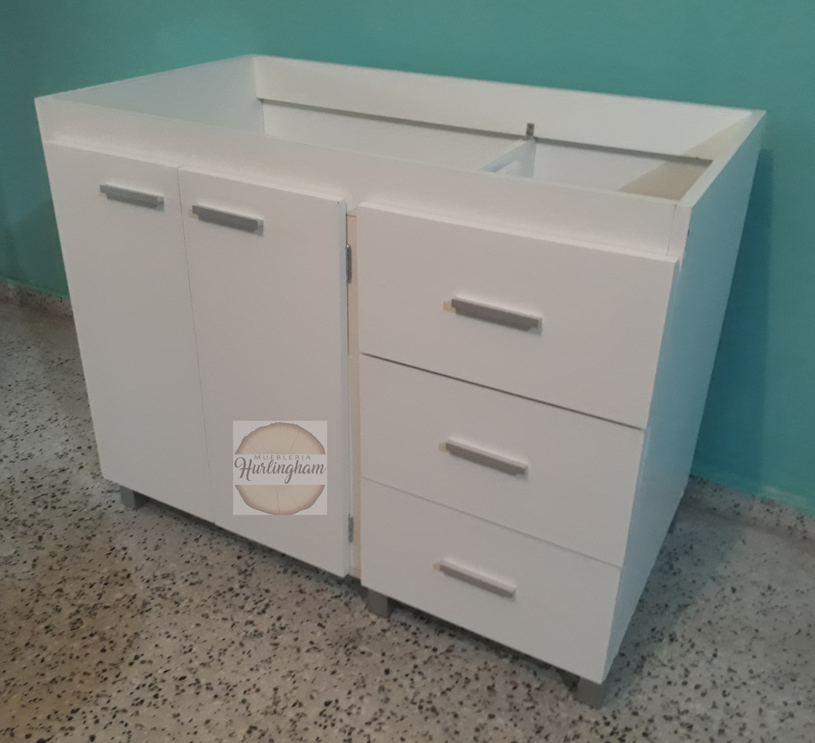 Mueble de cocina, bajo mesada de 1,20 cm en melamina wengue y blanca